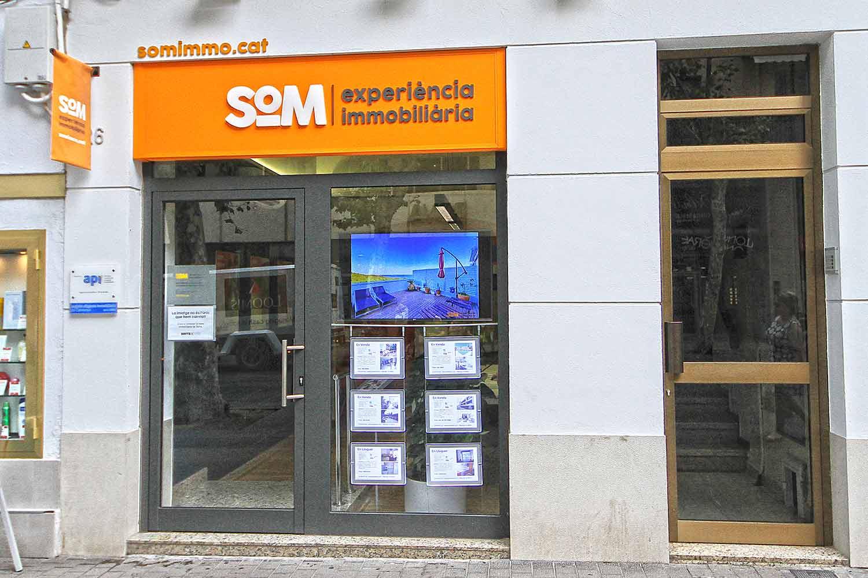 disseny branding immobiliaria2 - Proyecto de comunicación, diseño y branding 360º