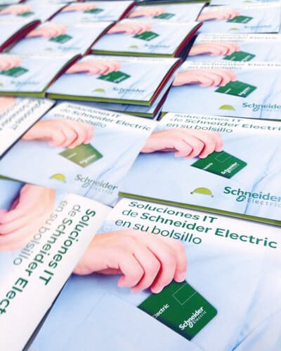 Pack IT Schneider electric packaging mediactiu usb pocket design card detail cover3 - Packaging para marketing directo