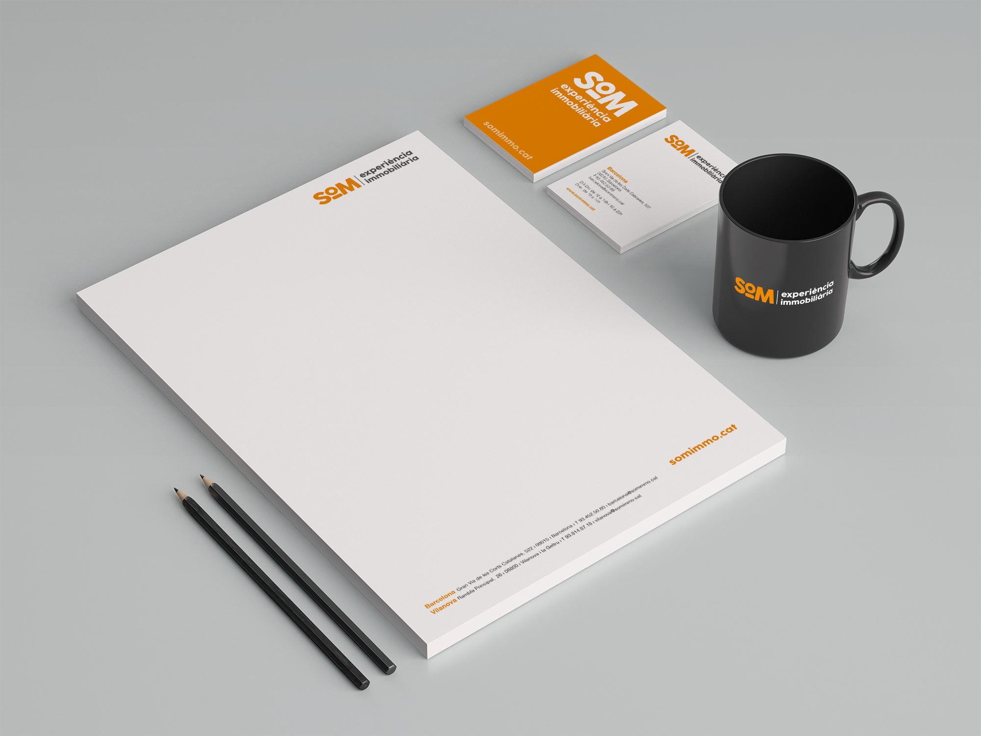 diseno branding estudio en barcelona SOM - Naming, branding, registre de marca, aplicacions de marca…
