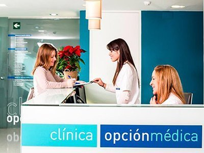 diseno identidad clinica COM - Development of branding, labeling and signage