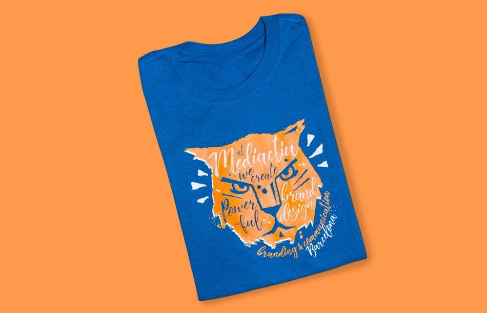 disseny samarreta promocional estudi barcelona - T-shirt Powerful Brand Design