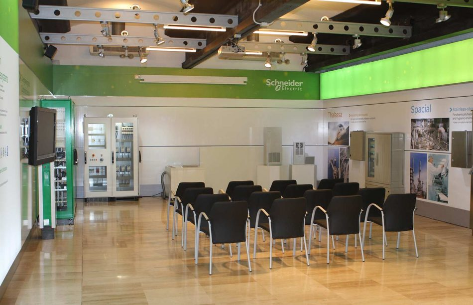 Schneider electric product presentation event mediactiu - Diseno industrial barcelona ...